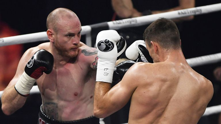 Groves tried to get a foothold in the fourth and fifth rounds