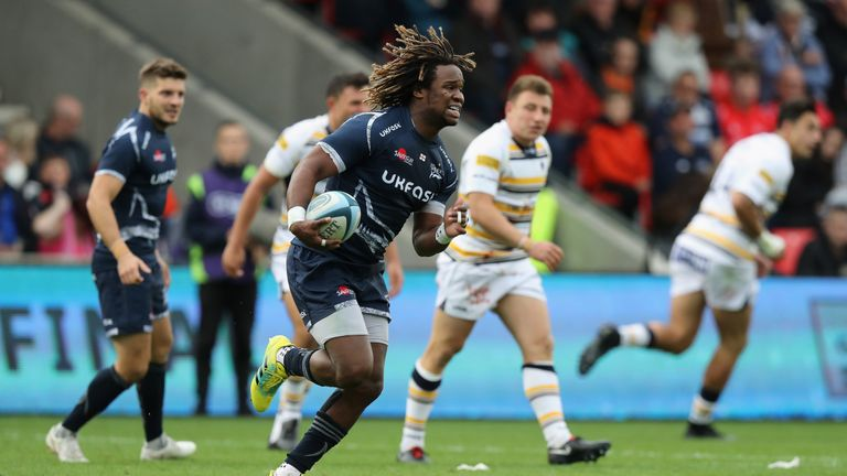 Marland Yarde of Sale Sharks breaks with the ball