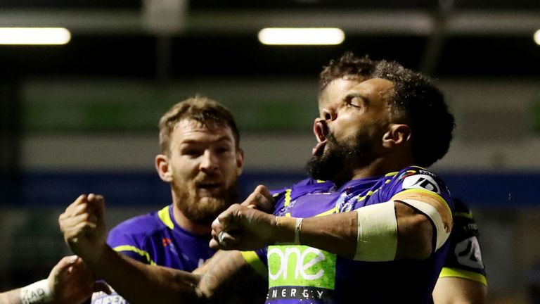 Warrington secured a semi-final place after a thriller at the Halliwell Jones Stadium