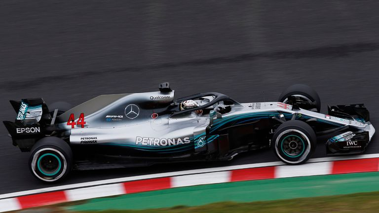 Hamilton battles elements to grab Japan GP pole