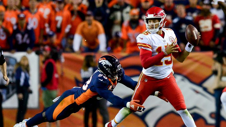 Watch Mahomes' magical left-handed throw