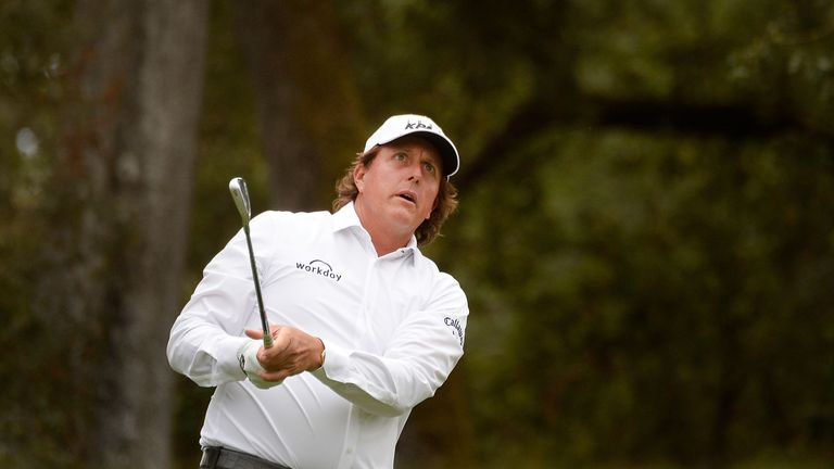 Brandt Snedeker leads Safeway Open; Phil Mickelson drops off