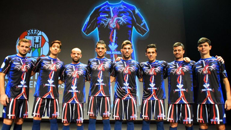 Zamora CF players don the new third kit (@ZCFoficial)