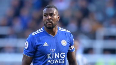 Wes Morgan has signed a one-year extension to his Leicester contract