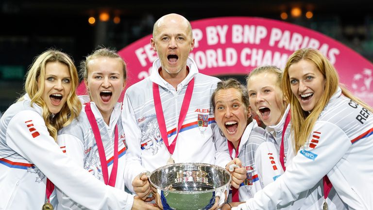 Czech Republic celebrate winning the 2018 Fed Cup
