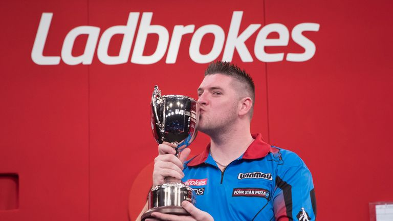 Daryl Gurney bear Michael van Gerwen to win the Players Championship Finals