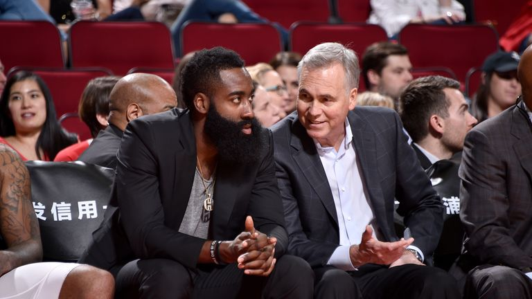 Harden chats with Rockets coach Mike D'Antoni