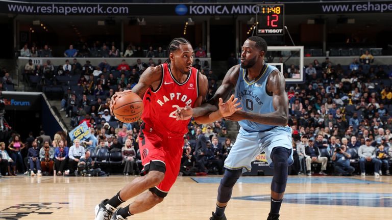 MEMPHIS, TN - NOVEMBER 27: Kawhi Leonard #2 of the Toronto Raptors drives to the basket against the Memphis Grizzlies on November 27, 2018 at FedExForum in Memphis, Tennessee. NOTE TO USER: User expressly acknowledges and agrees that, by downloading and or using this photograph, User is consenting to the terms and conditions of the Getty Images License Agreement. Mandatory Copyright Notice: Copyright 2018 NBAE (Photo by Joe Murphy/NBAE via Getty Images).
