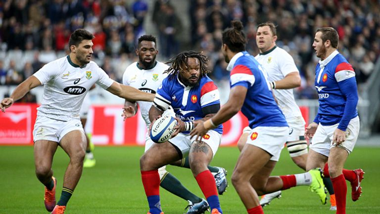 Mathieu Bastareaud attacks for France against the Springboks