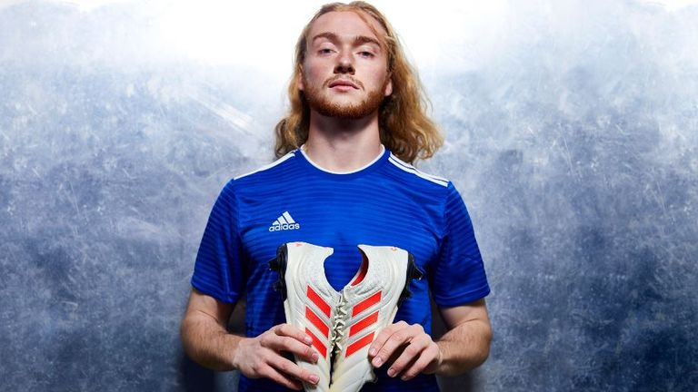 Find out why Everton's Tom Davies is not the average footballer
