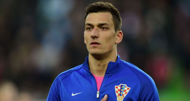 Aston Villa swoop for Croatia goalkeeper Kalinic