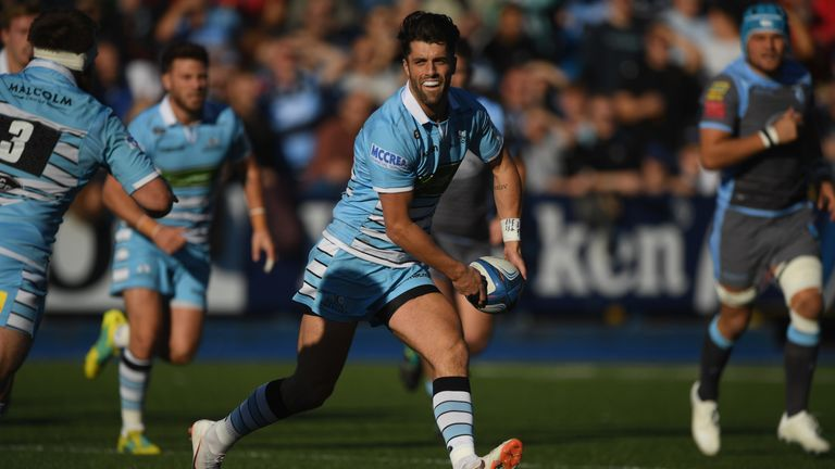 Adam Hastings pulled the strings as Glasgow picked up a bonus-point win in Lyon