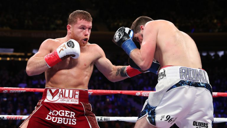 Alvarez stopped Fielding to claim the WBA 'regular' super-middleweight title