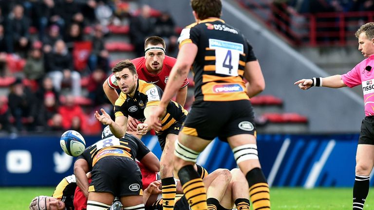 Craig Hampson passes the ball from the base of a ruck