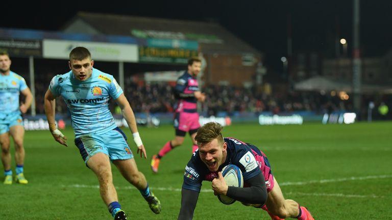 Jason Woodward goes over for Gloucester