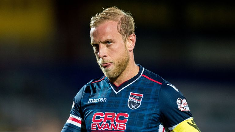 Andrew Davies joins Dundee after training with the club