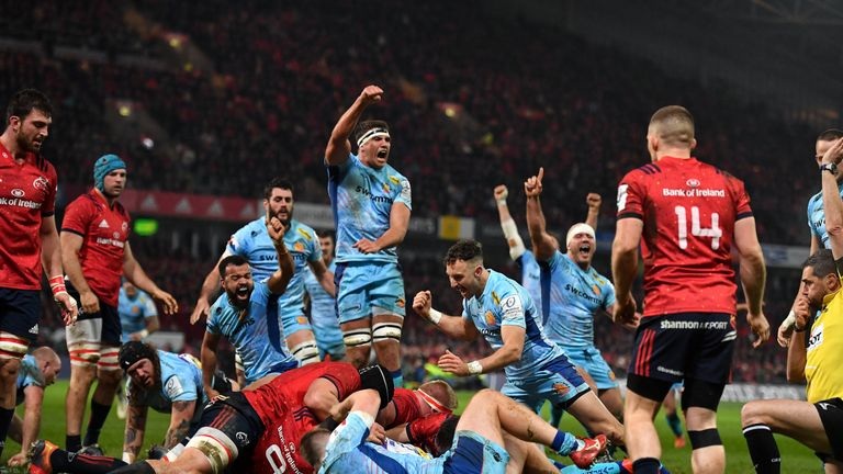 Exeter Chiefs players celebrate Don Armand's try