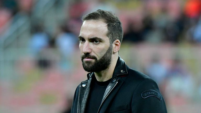 Gonzalo Higuain has told AC Milan he wants to leave for Chelsea