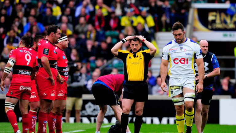 Nigel Owens sends Jamie Cudmore off the field for a head injury assessment