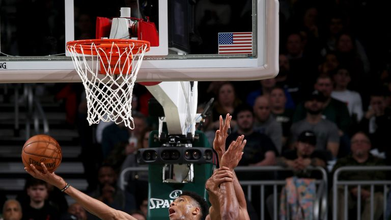 Giannis Antetokounmpo makes a spectacular reverse over Al Horford