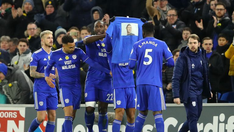 Tributes were paid to missing striker Emiliano Sala throughout the game at Cardiff