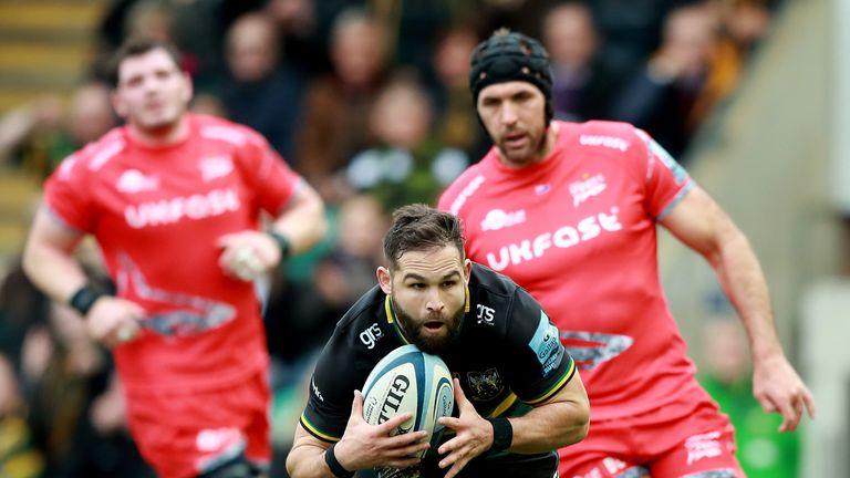 Cobus Reinach breaks for Saints