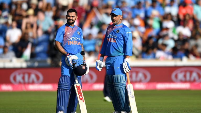 Virat Kohli (left) and MS Dhoni in ODI action against England in 2018