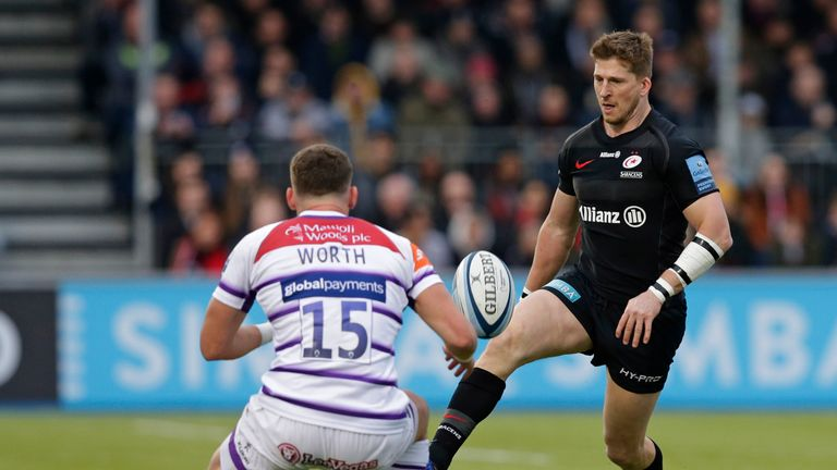 David Strettle chips ahead for Sarries