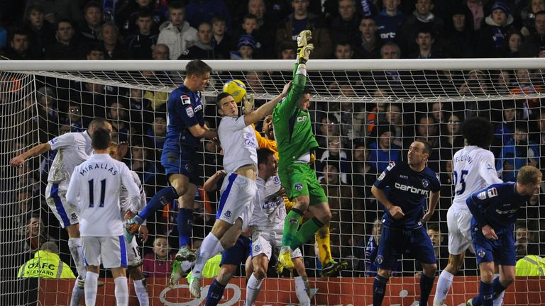 Smith powers home a late leveller against Everton