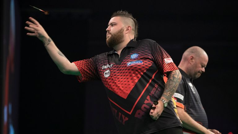 Smith remains unbeaten against Van Barneveld in four Premier League matches