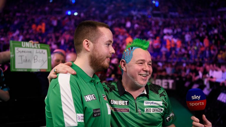 Peter Wright beat Steve Lennon in front of a raucous Dublin crowd