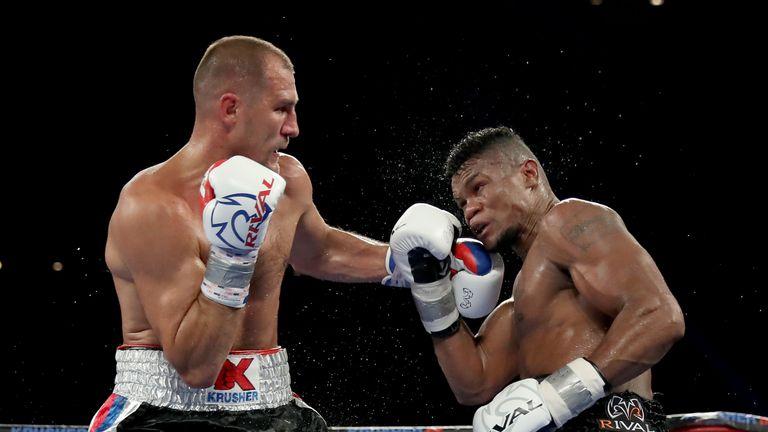 Sergey Kovalev easily beat Eleider Alvarez in Texas