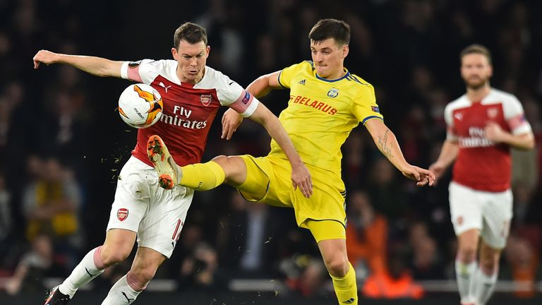 Arsenal beat BATE Borisov to secure a last-16 berth but had to kick off earlier because of a clash with Chelsea