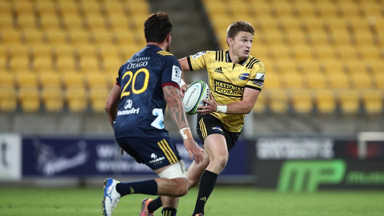Beauden Barrett looks to offload against the Highlanders