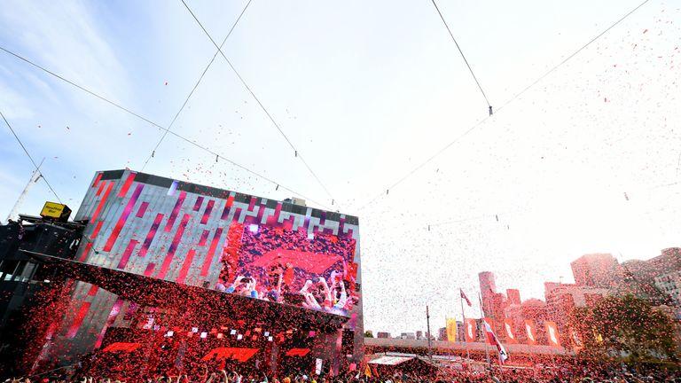 10,000 fans were in attendance