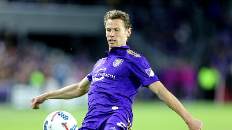 Jonathan Spector has joined Hibernian on a short-term deal
