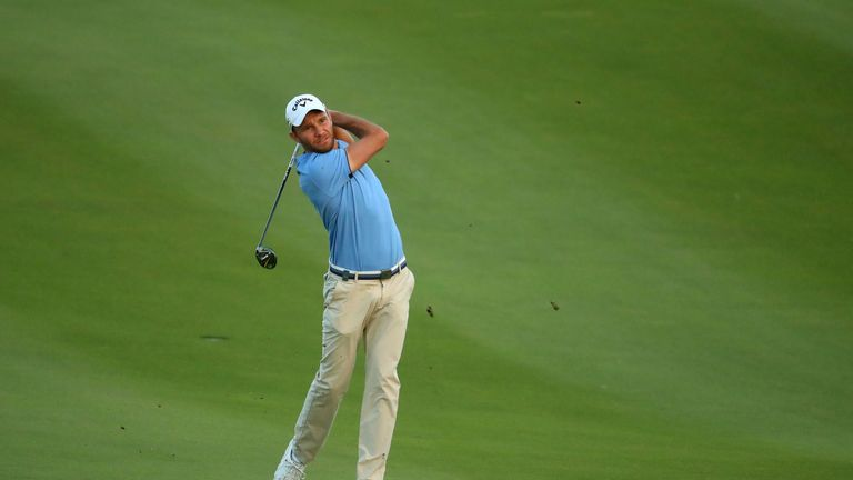 Maximilian Kieffer remains in front at the Oman Open but will have to play 33 holes on Sunday