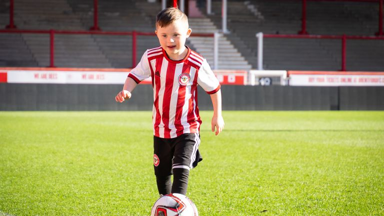 Woody has been welcomed with 'open arms' by Brentford, according to the youngster's mother