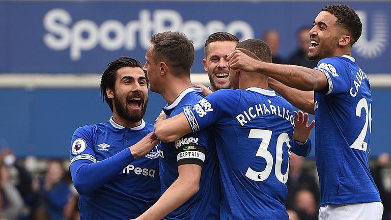 Everton celebrate Phil Jagielka's goal against Arsenal