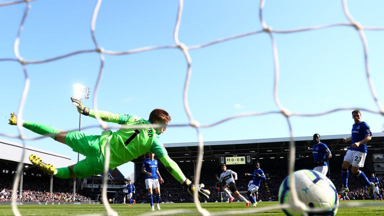 Tom Cairney fires Fulham ahead against Everton on Saturday
