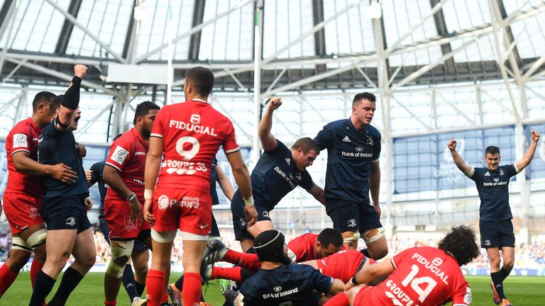 Leinster players celebrate after Scott Fardy scores his side's second try