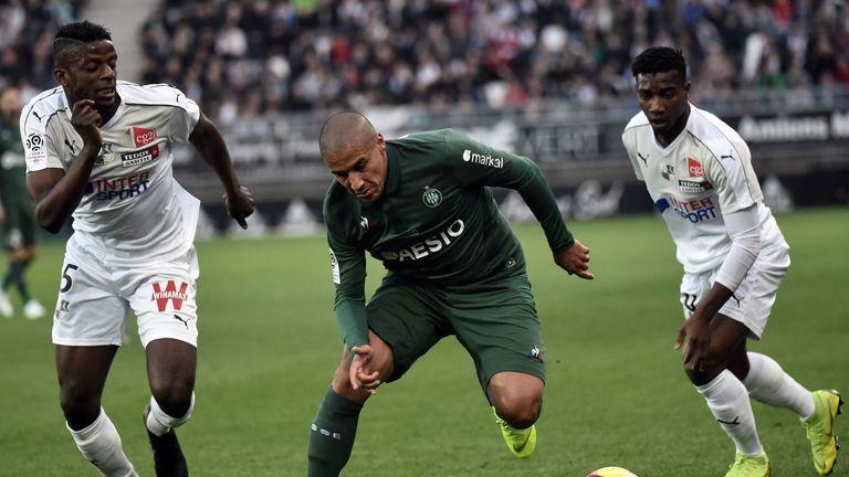 Amiens midfielder Eddy Gnahore (L) vies with Saint-Etienne's Wahbi Khazri (C)