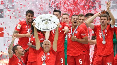 Arjen Robben lifts the Bundesliga title