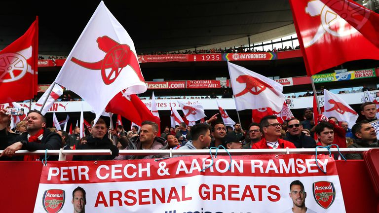 The Arsenal fans paid tribute to Petr Cech and Aaron Ramsey