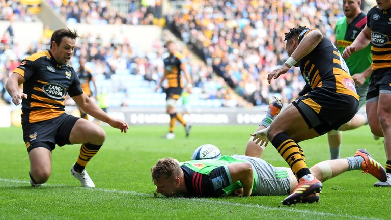 Alex Dombrandt passed up a try when he lost the ball on top of the tryline