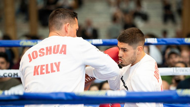 Kelly sharpens the tools at Tuesday's public workout