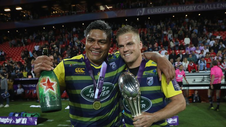 WIlliams celebrates with Gareth Anscombe after beating Gloucester in the 2018 Challenge Cup final