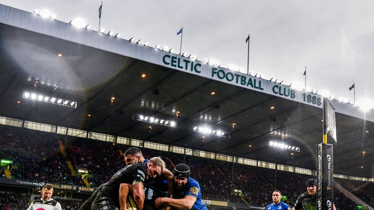 Scott Fardy puts the squeeze on Glasgow's Stuart Hogg during Leinster's win