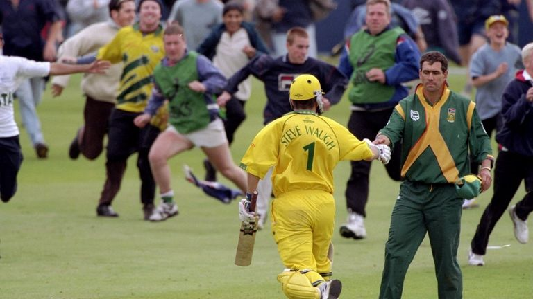 Steve Waugh and Australia celebrate their crucial Super Six win over South Africa in 1999