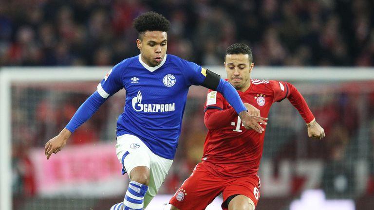 McKennie (L) in action for Schalke